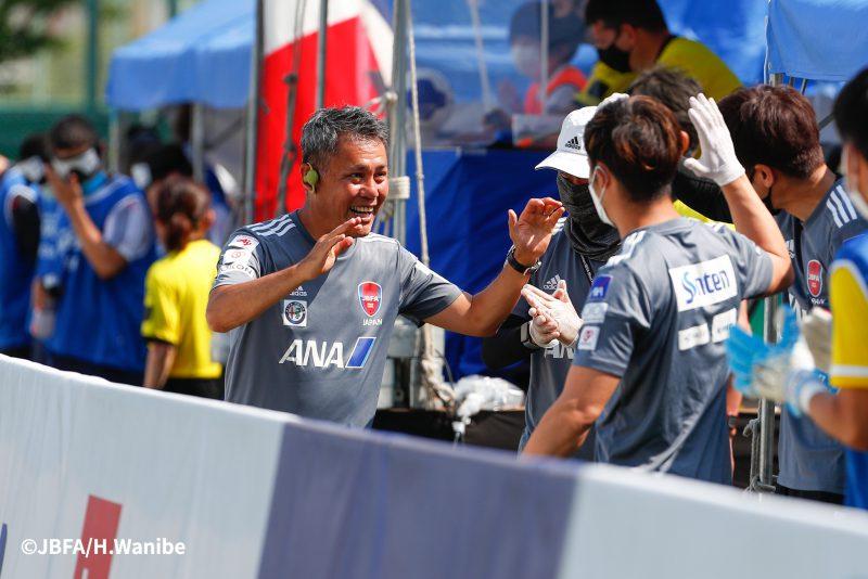 ゴール後の日本ベンチは歓喜