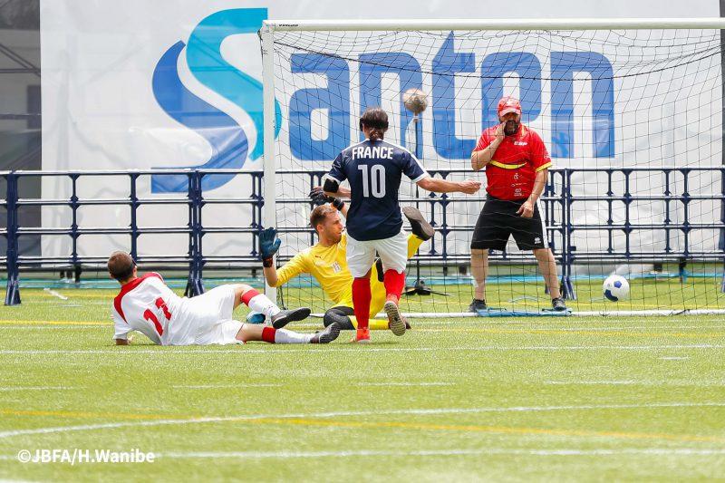 スペインのゴールが決まった瞬間